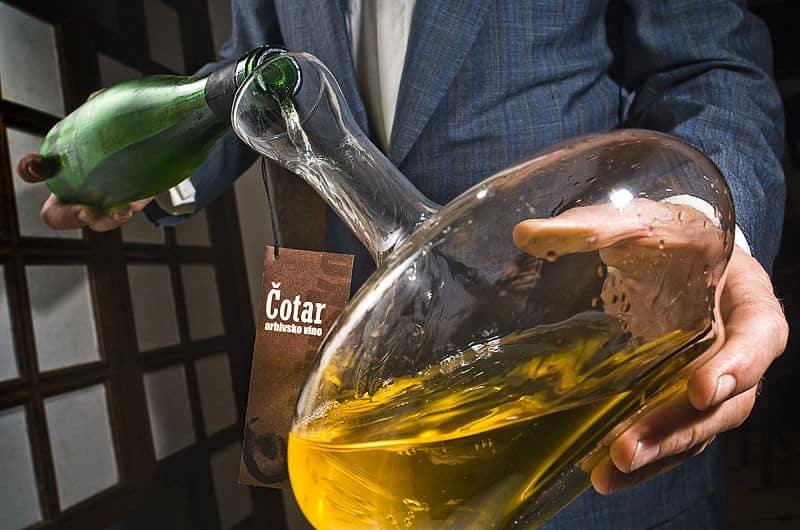 Čotar - dekantiranje arhivskega vina